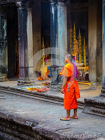 Free Buddhist Monk In Angkor Wat Royalty Free Stock Images - 79127279