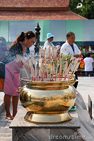 Buddhist worshiping and making religious merit Editorial Stock Image