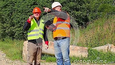 Budowa inżynier wyjaśnia pracownik wyznaczająca praca zdjęcie wideo