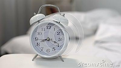 Budzika dzwonienie w ranku, budził się czas, dzień rutyna, projekta ostateczny termin zdjęcie wideo