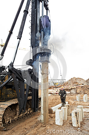 Builder operating impact pile machile