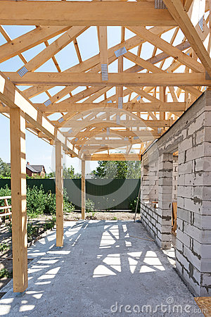 Free Building House From Aerated Concrete Building Blocks. New Residential Wooden Construction Home Framing Against A Blue Sky. Royalty Free Stock Photo - 90098045