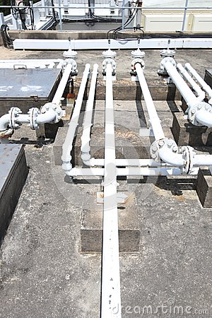 Building rooftop pipelines