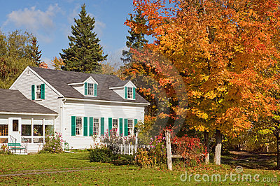 Buitenhuis in de herfst
