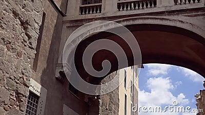 Buitenkant van Capitoline-Musea op Capitol Hill in Rome, Italië Camera die zich omhoog in langzame motie bewegen stock videobeelden