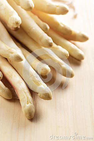 Free Bunch Of White Asparagus Stock Photography - 64993902