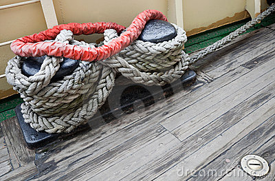 Bundle of rope on the mooring bollard