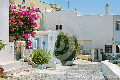 Bunte alte Straße in Fira, Santorini