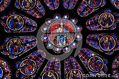 Ein detail des jesus christus von einem der buntglasfenster in der