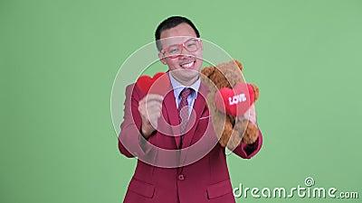 Buon uomo d'affari asiatico con gli occhiali pronti per San Valentino video d archivio