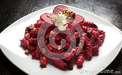 Buraków serowi makaronu czerwieni orzech włoski