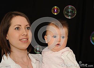 Burbujas de observación de la mama y del bebé