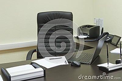 bureau de directeur g n ral. Black Bedroom Furniture Sets. Home Design Ideas