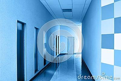 Bureau moderne de couloir image stock image 7781161 for Couloir bureau