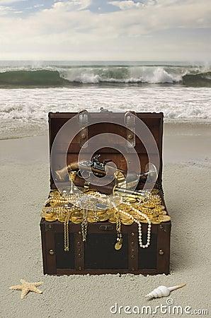 Free Buried Treasure Stock Photography - 5122072
