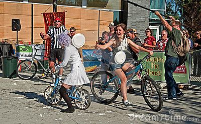 BURIEN, WA - AUGUST 18 - Teens in Annual Pie Joust Editorial Photography