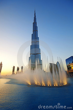 Free Burj Khalifa Fountains Royalty Free Stock Image - 18492746