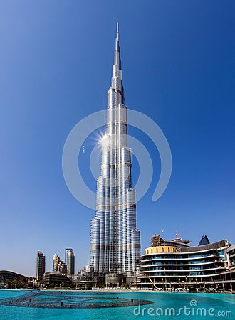 Free Burj Khalifa Skyscraper And Pool, Dubai Stock Images - 109981254
