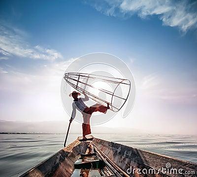 Free Burma Myanmar Inle Lake Fisherman On Boat Catching Fish Royalty Free Stock Images - 41284669