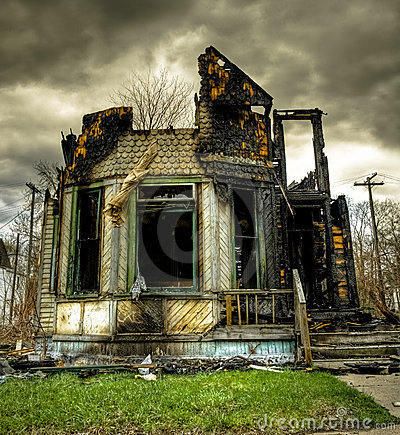 Free Burned Abandoned And Derelict House Royalty Free Stock Photography - 15126107