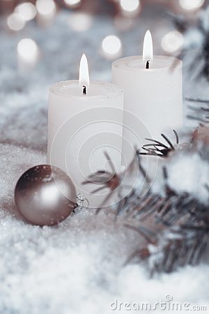 Free Burning Candles In Snow Royalty Free Stock Photo - 101552105