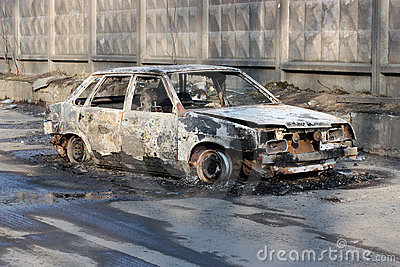 The burnt car.