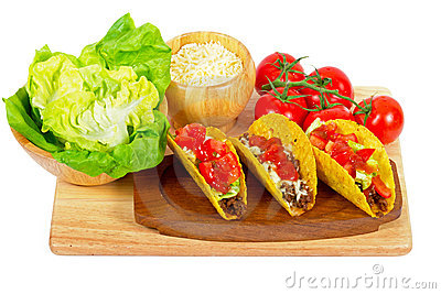 Burritos mexicanos con los ingredientes