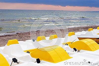 Burzowy catamarans morze