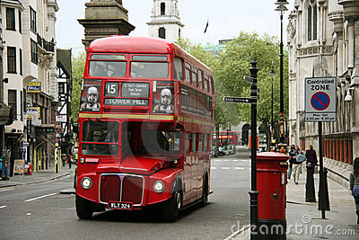 Bus de maître d artère de Londres Photo stock éditorial