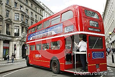 Bus de maître d artère de Londres Photo stock éditorial