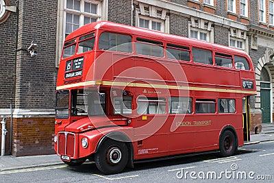 bus rouge de londres photo stock image 2954800. Black Bedroom Furniture Sets. Home Design Ideas