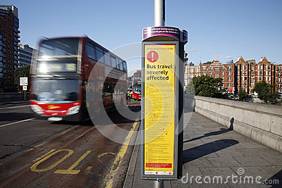 Bus-Unterbrechungs-Zeichen, London olympisch Redaktionelles Bild
