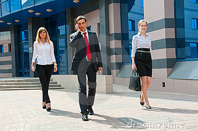 Business people walking i