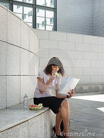 Business person eating lunch outside office