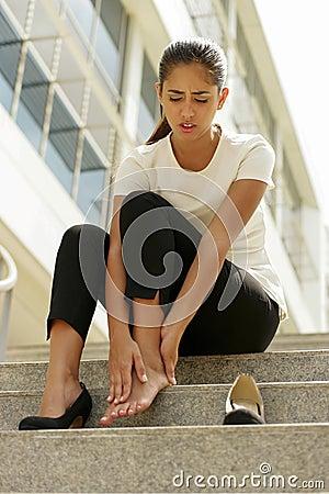 Free Business Woman Walking On High Heels Feeling Pain At Feet Stock Photo - 51797040