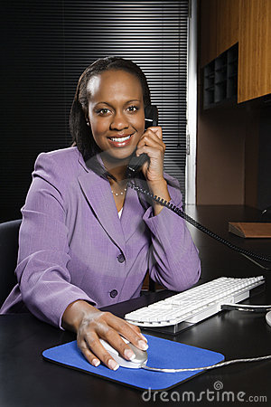 Free Business Woman Working In Office. Royalty Free Stock Photos - 2042578