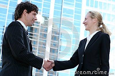 Businesspeople τίναγμα χεριών
