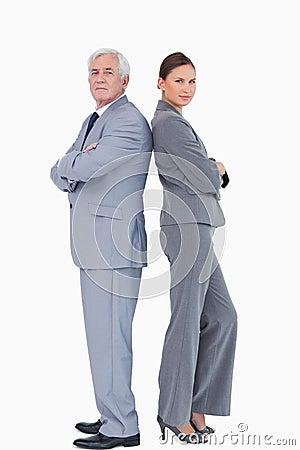 Businessteam που στέκεται πλάτη με πλάτη
