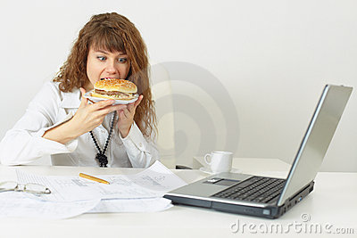 Businesswoman hurries up to eat