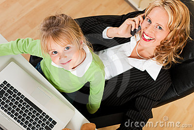 Businesswoman and mother is working in the interne