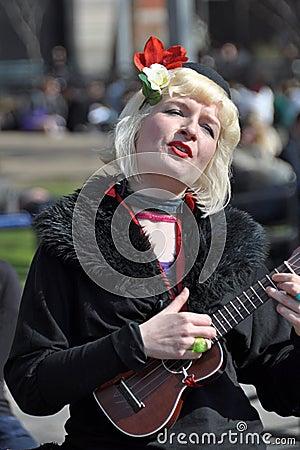 Busker damy nowy ukulele York Fotografia Editorial