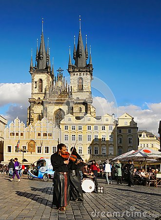 Free Buskers Prague Old Town, Czech Republic Royalty Free Stock Photography - 109823047