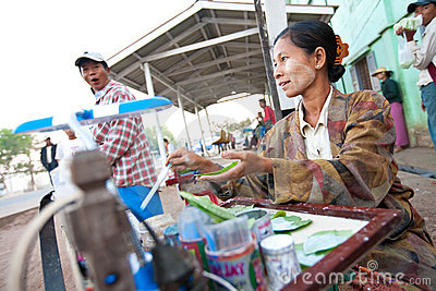 Busy street vendor selling breakfast Editorial Stock Image