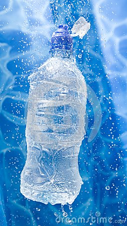 Butelki pluśnięcia woda