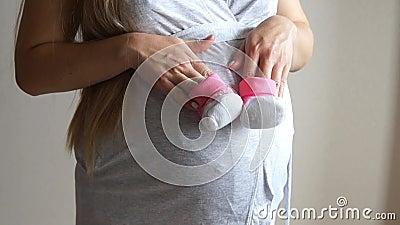 Butins de chéri de fixation de femme enceinte Fille enceinte Ventre enceinte émouvant de fille clips vidéos
