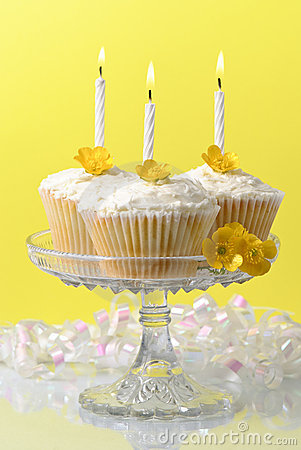 Free Buttercup Fairy Cakes Stock Photography - 9332922