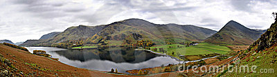 Buttermere λίμνη που αγνοεί το πανό&rho