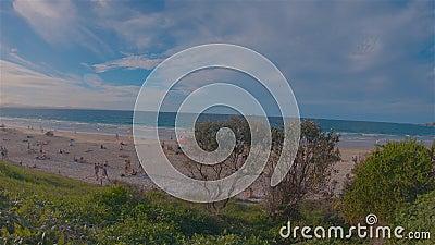 Byron Beach & People Landcape Australia NSW Destination balnéaire populaire banque de vidéos