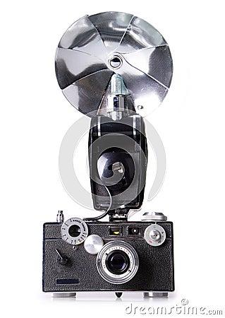 Cámara clásica del telémetro de la película con el flash