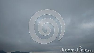 Céu nebuloso do tempo errático Sobre o tempo vídeos de arquivo